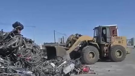 辽宁集中销毁报废车 500多辆车秒变废铁堆成山
