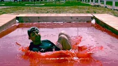 老外自制果冻泳池,跳下去的瞬间,画面太美不敢看