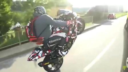 机车摩托:雅马哈R1公路摩旅,翘头甩尾各种特技,专业摩托车手的操作!