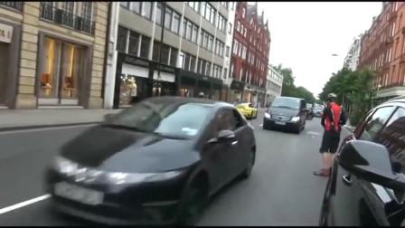 机车摩托:小伙骑摩托车撞上保时捷,五秒钟以后全是戏!