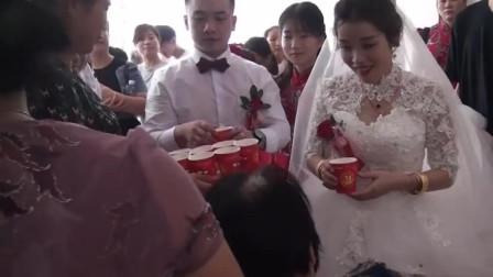 广西一20岁姑娘如花似玉,嫁40岁皮包公司老板,猜猜啥样?