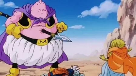龙珠:魔人布欧刚要吃掉界王神,却被自己人用长矛把肚子戳穿了