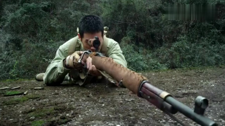 鬼子狙击手对战特战神枪手,神枪手低头躲过子弹,鬼子却被爆头。网友:抗战片什么都敢拍!