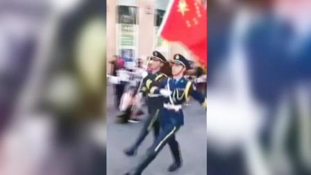 新西兰爱国华人集会,军迷现场cos解放军