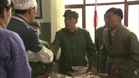 人是铁饭是钢:大厨把米粉煮烂了,不料军区司令吃了竟感动的热泪