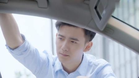 答案:路虎被女司机追尾,车主去敲对方车窗,怎料对人一见钟情!