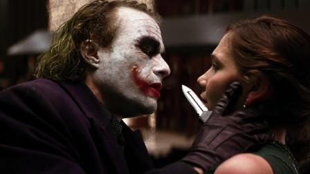 3分钟解读《蝙蝠侠黑暗骑士》,看蝙蝠侠和反派小丑如何相爱相杀