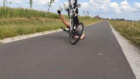 男子作死用自行车前轮开啤酒瓶 不慎连车带人摔倒