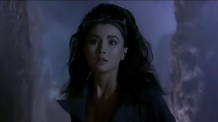 东方三侠:女孩去救的男童,结果触动机关,吓得女孩转身就跑