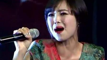 离婚女人唱一首歌,这歌谁听谁哭,会让人想起年轻时候的爱情