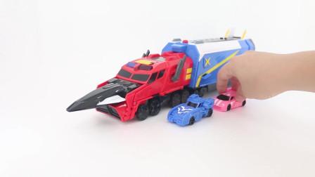 迷你特工队玩具开箱:重卡汽车运载的四个小汽车的细节展示