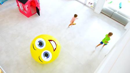 萌娃小可爱们遇到了一个顽皮的大气球,萌娃:这是什么情况呀?别追我们啊!