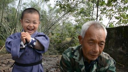 两岁小孩对千年鱼王使激将法,逼其上岸,鱼王:你当我傻?