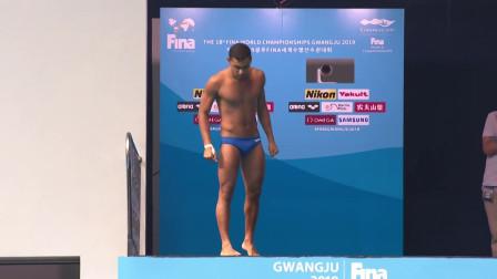 埃及选手挑战倒立跳水,整个人拍向水面水花四溅,只拿到19分!