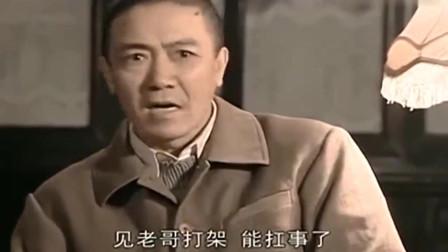 李云龙被抓,被骂后愤怒扔出军长证,就问士兵同志慌不慌