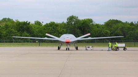 美国海军MQ-25无人空中加油平台完成首飞测试
