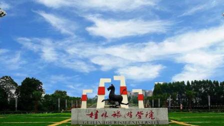 进入飞机驾驶舱女乘客系桂林一高校学生 校方:已回校正调查