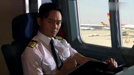 冲上云霄:小伙上飞机带护身符,机长得知原因后忍不住吐出:迷信