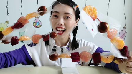 """美食拆箱:妹子吃怀旧零食""""糯米纸"""",入口即化,配上水果串超赞"""