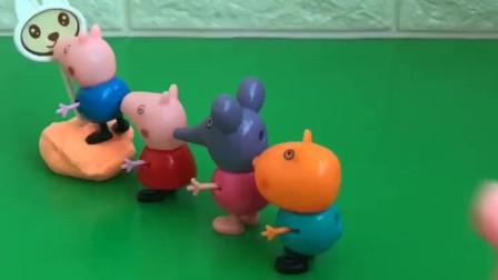 乔治看见了一个糖,可是自己也拔不动,小朋友们都在他后面帮他