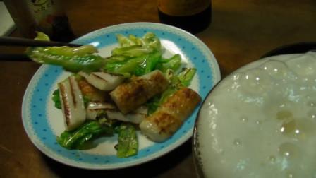 《一起吃饭吧》浓香的罐头烤熟后,配上白菜炒蟹棒,看着就好吃