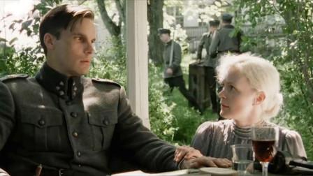 上尉爱上女教师,女教师却在利用他,帮助藏匿家中的未婚夫