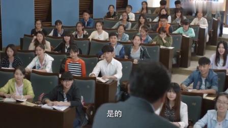 微微一笑:亲爹的课上座率不高,校草儿子一去,教室都快坐满了!