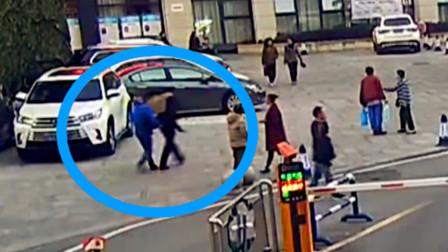【重庆】女子酒店内割腕陷入昏迷 民警狂奔七百米紧急送医院