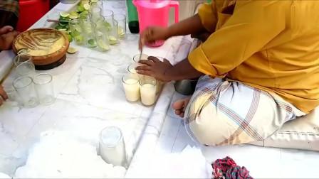 印度街边的冰镇奶茶,纯手工制作,看着还不错