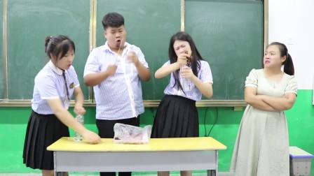 老师请学生吃爆辣鸭脖,结果吃饱喝足才发现是个套路,太逗了