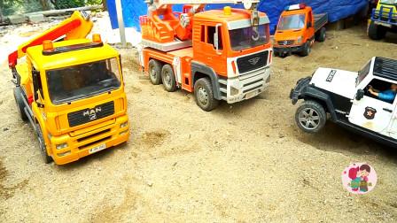 工程车翻斗车搬运泥土填坑铺路,吊车挖掘机消防车救援,儿童玩具亲子互动