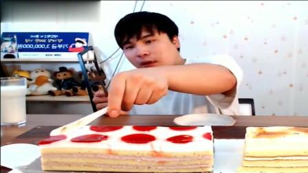 吃播大胃王:胖哥吃草莓蛋糕+奶酪盖,晚上吃这么多甜食