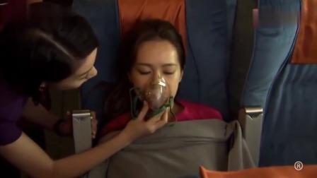冲上云霄:乘客飞机上晕倒,怎料又遇上积雨云,运气太背了!