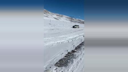 全时四驱越野车雪地撒欢玩漂移,看的旁边的两驱车心里直痒痒!