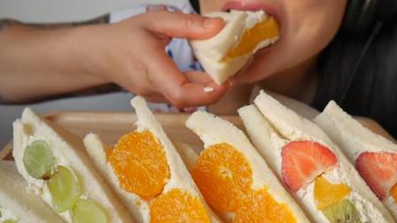 """泰国网红微笑姐,吃播自制""""水果蛋糕"""",声控们的福音!"""