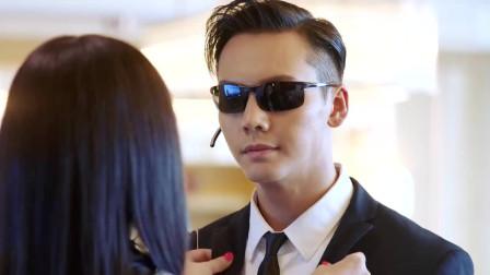 女总裁喜欢上贴身保镖,还要带着他一起出国,保镖表情绝了!