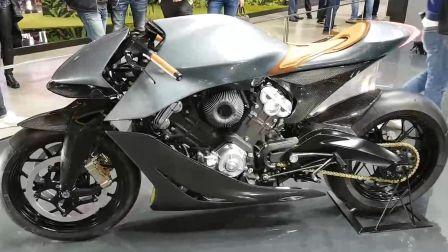 阿斯顿马丁首款 摩托车 - AMB 001