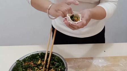 今天动手做了个韭菜盒子,味道还可以,就是面有点硬了