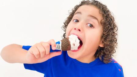 萌宝儿童玩具车早教故事:小正太吃了神奇的雪糕冰激凌过后,竟然发生什么奇怪的事情?