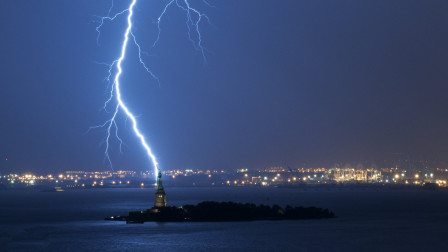 如果闪电打到海里,会不会把海里的鱼电死?