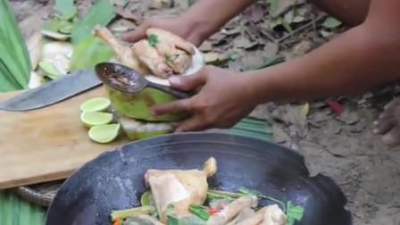 小哥野外烹饪美食,正宗椰子鸡,肉脆多汁