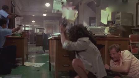 动作片《浴血搏》:警探假戏真做,过了悍匪也包括同行!
