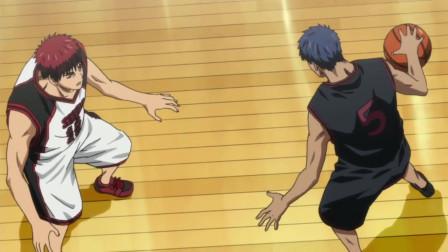 黑子的篮球:当火神认为青峰用这个姿势进不了球的时候,他偏偏就进球了