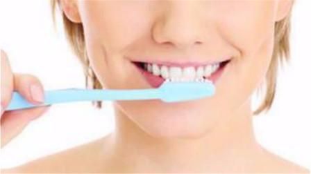 刷牙不要只用清水,教你简单窍门,牙齿越刷越白,简单好用又省钱