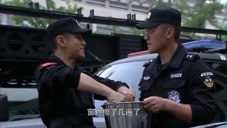 特警力量:卫兵相当特警的反恐精英,不料下秒被小黑打回现实洗车