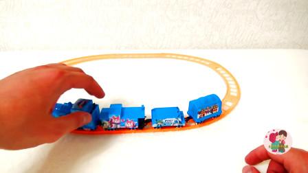组装小拖车跑道和小火车,儿童玩具亲子互动