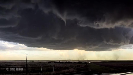 高清实拍龙卷风的整个形成过程 场面恐怖又震撼