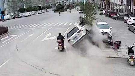 惊险!贵州一男子吃感冒药后连撞3车 骑车男差1厘米被撞