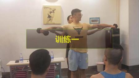 让肩部锻炼效果翻倍的动作—侧平举