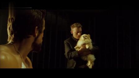 刀锋战士:吸血鬼丧心病狂,连小狗都植入吸血基因,这也太恐怖了